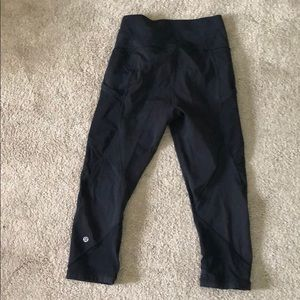 Lulu lemon Capri Yoga Pants with mesh size 6